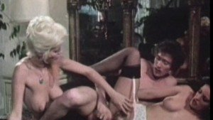 Sexy Retro CFNM Housewives Sharing A Big Cock