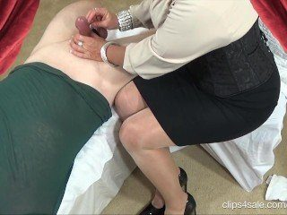 CFNM Chubby Mommy Knows How To Jerk Cock